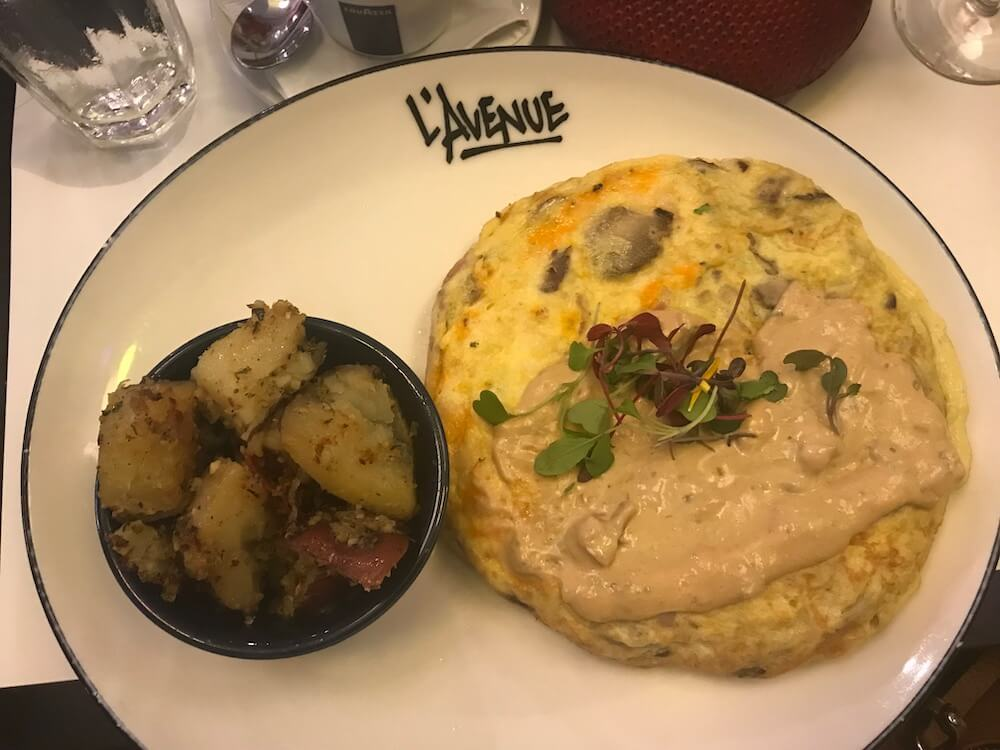 Omelette at L'Avenue