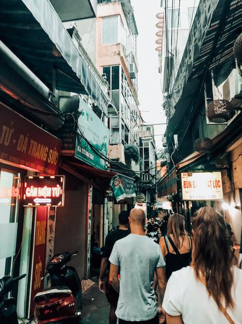 Hanoi Street Food Tour in alleyway