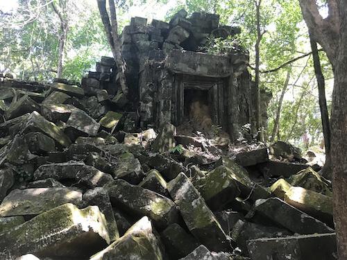 Beng Mealea ruins surrounding tower