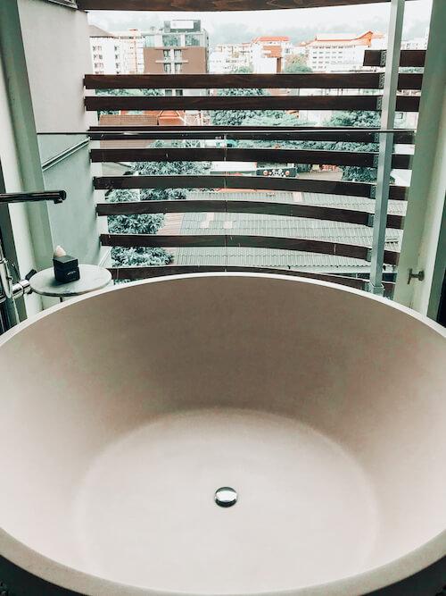 Akyra Manor Chiang Mai balcony tub