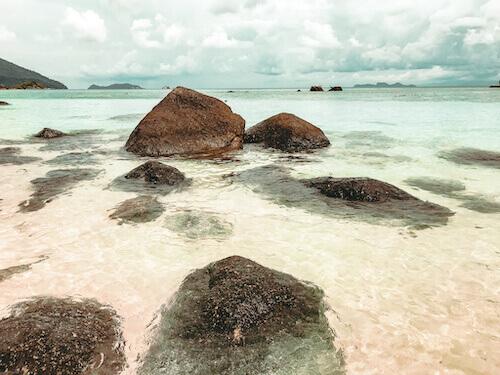 Ko Lipe Guide: shoreline with rocks