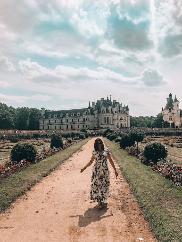 Kat wandering in front of Chateau de Chenonceau