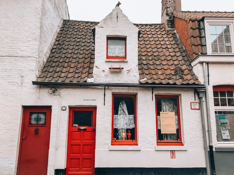 A day in Bruges-white building with red door