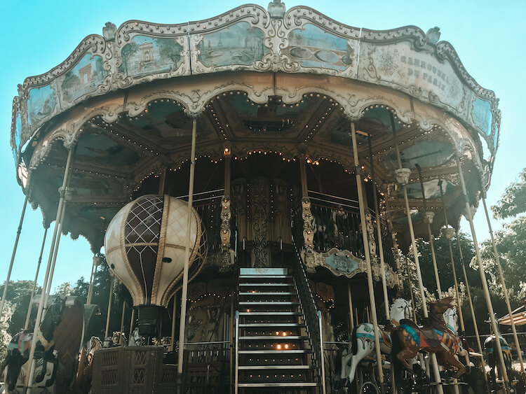 Carousel near Eiffel Tower - Best Arrondissement to stay in Paris for families