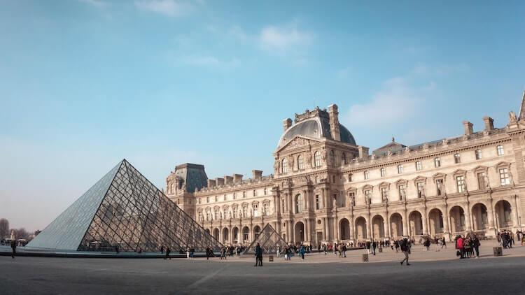 The Louvre entrance- Best Virtual Art Museum Tours