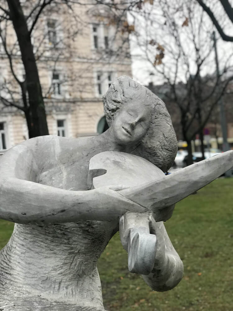 Statue playing the violin in Vienna, Austria