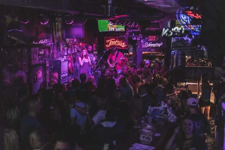 Tootsies Bar in Nashville - Honeymoon in Tennessee