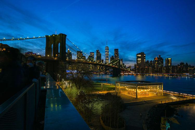 View-from-Timeout-Market-Rooftop-Bar-in-DUMBO-Brooklyn-at-Sunset