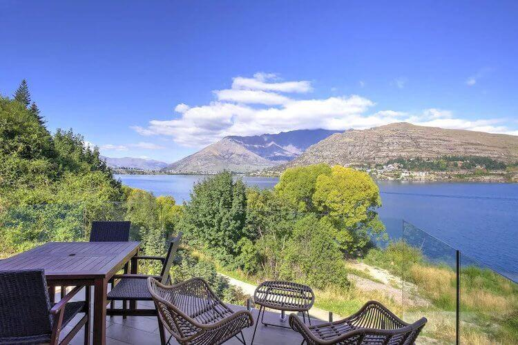 Queenstown New Zealand VRBO with lake views