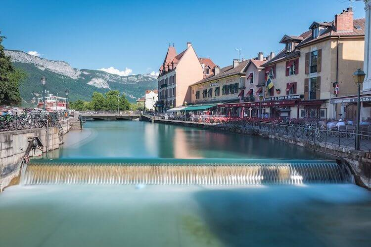 Ultimate Guide to Annecy, France - Annecy Canal