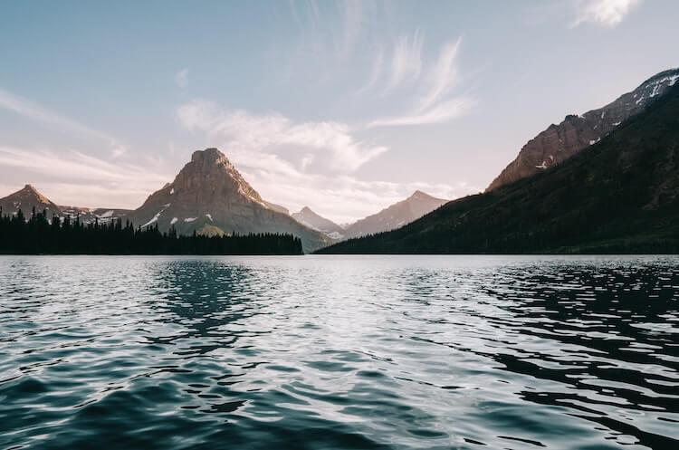 Mountain lake in Glacier National Park - Best Honeymon Destinations in the USA
