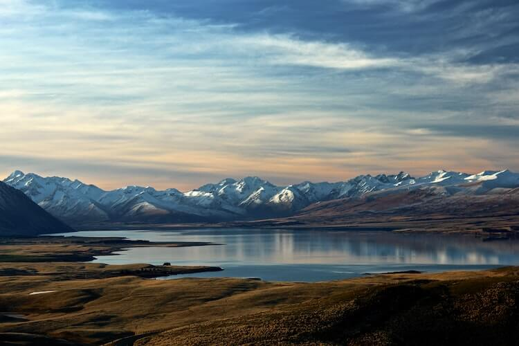New Zealand landscapes with mountains and a lake